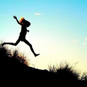löpning-nedförsbacke